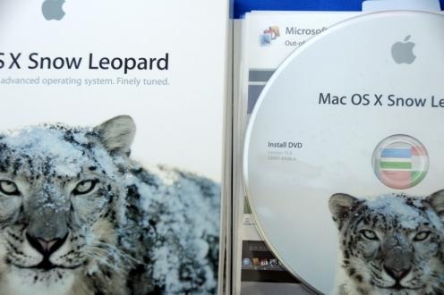 Mac OSX 10.6 Snow Leopard Unboxing: Close-Up
